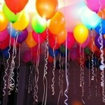 Baloane care se umflă singure și stau lipite de tavan
